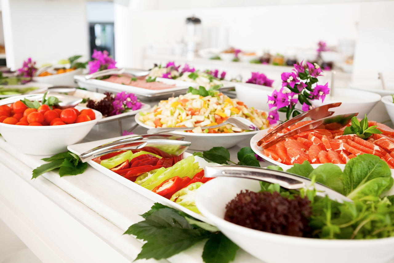 Sunprime Beachfront - Hotellets lækre morgenmadsbuffet giver dig en god start på dagen