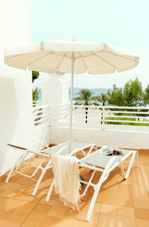 2-værelses Royal Family Suite med stor balkon og havudsigt i Villa Princesa